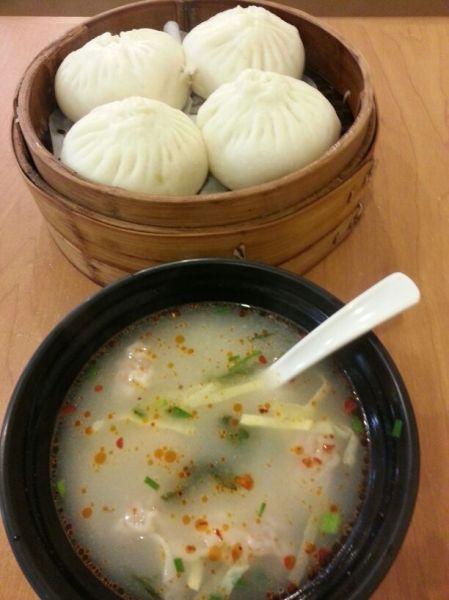 lecker Mittagessen von Silvia (22 RMB = 2,7 €)
