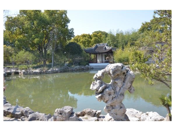 See im Guyi Garten, die vielen Besucher am Samstag habe ich geschickt weggelassen.
