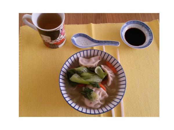 selbstgekochte Nudelsuppe mit Dumplings